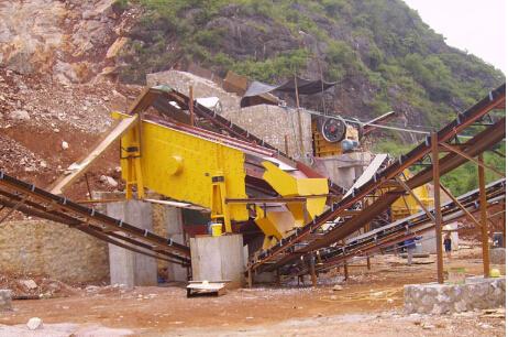 陕西延安锡矿现场---重型选矿直线筛
